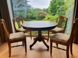 DELIVERY INCLUDED VGC solid wood dark oak round dining table 4 chairs