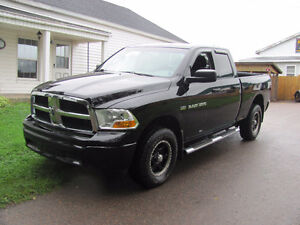 2012 Ram 1500 ST Crew Cab, 4x4, 5.7L Hemi...With Warranty!!