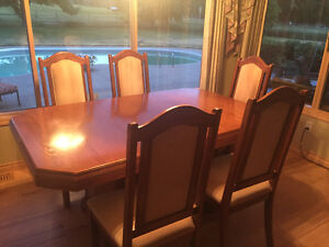 Dining Room Table Set - FOR SALE (older)