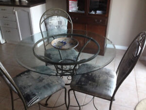 Round Glass Kitchen/Dining Room Table and 4 Chairs