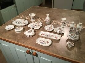 Wedgewood Kutani Crane 16 piece Bone China Collection