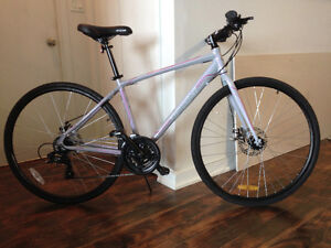 Almost new CCM Vector 700c Road Bike Disk Brakes MINT!