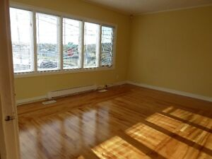 BEAUTIFUL LIGHT & BRIGHT 3 BEDROOM BUNGELOW near MUN