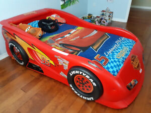 Cars - Lightning Mcqueen bed and mattress-boxspring