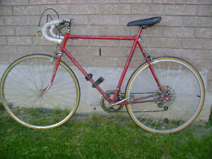 Road bicycle for men