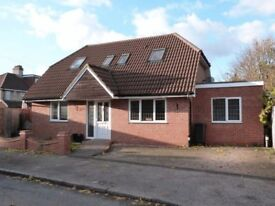 A double bedroom with En suite bath shower to rent in detached bungalow in South Croydon