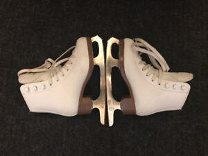 Skates for 6-7 years old girl / Patins pour fille 6-7 ans