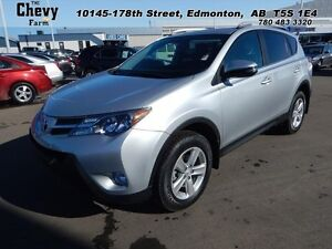 2013 Toyota Rav4 XLE AWD  One Owner/ No Accidents/ Heated Seats