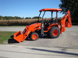 KUBOTA TRACTOR BACKHOE FOR RENT