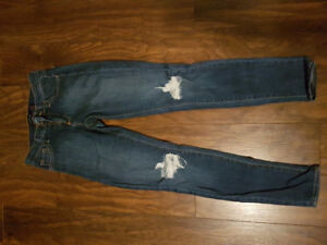 Size 0, 1 and 2 mostly. Garage and AE Jeans. MAKE AN OFFER :)