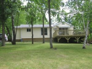 Waterfront Cottage for rent-Lee River, Lac du Bonnet