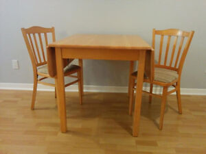 Dining table and chairs - Table avec chaises West Island Greater Montréal image 2