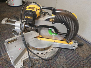 "Dewalt 12"" Double-Bevel Sliding Mitre Saw"
