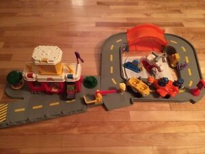 Fisher-Price Little People Airport Playset - Red
