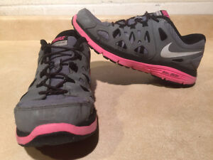 Youth Nike Dual Fusion Run 2 Running Shoes Size 6 Y