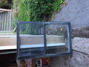 Fenêtres à guillotine aluminium avec moustiquaire