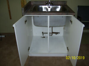 STAINLESS STEEL LAUNDRY TUB AND CABINET