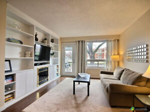 Leslieville 3 bed/2bath townhouse with parking!