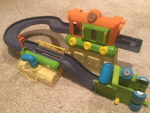 Chuggington Fix and Go Repair Shed and Train Wash!