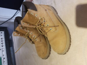 Kid's size 6 Timberland boots
