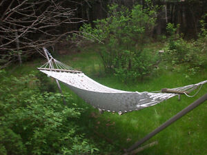 HAMMOCK WITH METAL STAND.