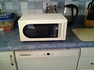 MICROWAVE/FOUR A MICRO-ONDES MAGNASONIC