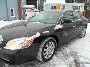 2010 Buick Lucerne Only 122,000 kms, safety and e-tested