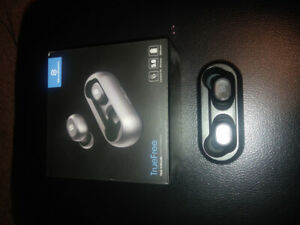 Selling Wireless Earbuds, comes with original box!