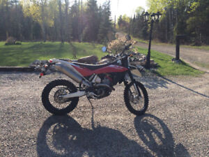 2011 Husqvarna TE 449 street legal dirt bike