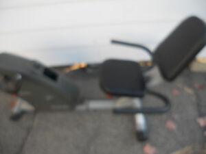 Exerpeutic Bike Recumbent fonctionne bien  pas de cadrant