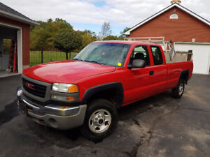 2003 GMC Sierra 3500 ext Cab Pickup With Power Aluminum Tailgate