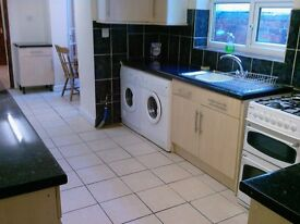 4 double bed house on Debeavour Rd, 2 bathrooms, University Area- RB ESTATES 0118 9597788