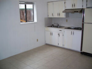 1 br suite available March 1