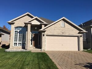 3 Bedroom home in Strathroy  London Ontario image 1