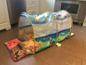 Crawl play tunnel for toddlers