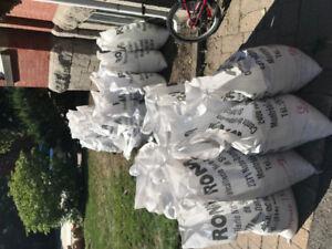 60 sacs de terre de remplissage .. sac et terre inclus