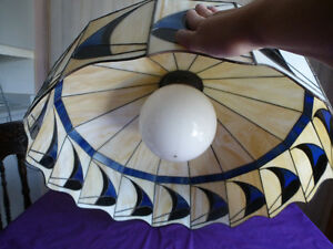 X-LARGE ANTIQUE STAINED GLASS TIFFANY STYLE HANGING LAMP/SHADE Kingston Kingston Area image 3