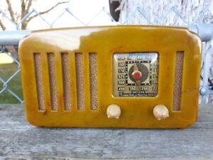 EMERSON VINTAGE ANTIQUE GREEN CATALIN TUBE RADIO