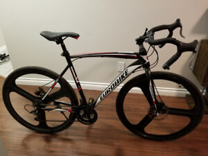 Almost new road bike - 21 speed // 54cm frame