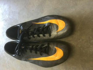 Outdoor Soccer Cleats - Size 6, 7, 7.5
