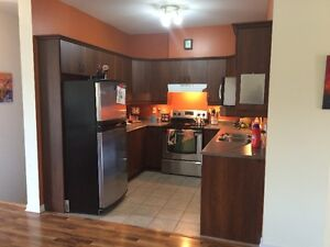 $990 / 2br-1200 sq Beautiful Condo / JULY 1st / appliances incl.