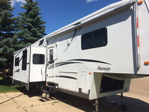 2005 Platinum Cardinal 5th Wheel