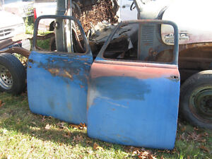 1950`s Chevrolet 1/2 ton, rat rod, restore, or parts, sell/trade London Ontario image 3