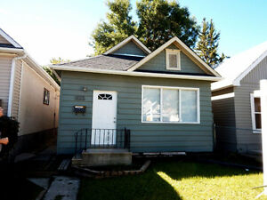 2 BR House on Ross Avenue West!
