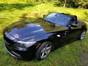 2009 BMW Z4 sDrive30i Coupe Convertible. Low mileage