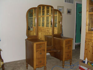 Vanity with three-way mirror, chair and stool (in Grand Forks)