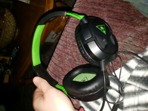 Xbox one turtle beach recon 50 x, works perfect for gaming