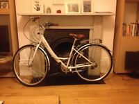 Almost new - vintage lady bike with 6 speeds. Median size.