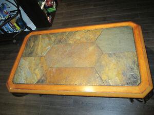 Set de 3 tables bois, dessus en céramique, pattes en fer forgées