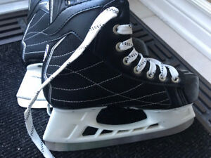 1 pairs of kids skates like new  Size 2